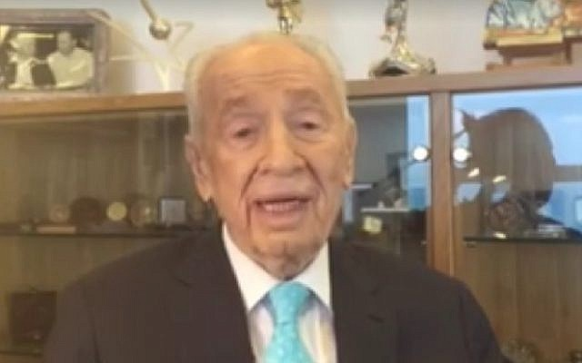 Shimon Peres urges Israelis to purchase more Israeli-made products, September 12, 2016, hours before he suffered a massive stroke that now has him in serious condition. (Facebook)