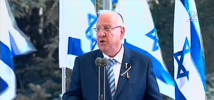 President Reuven Rivlin delivers a eulogy at Shimon Peres's funeral at Mount Herzl cemetery in Jerusalem on September 30, 2016. (screen capture: Channel 2)