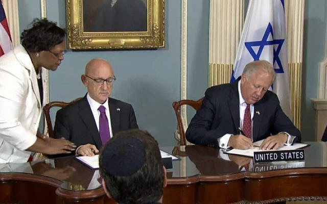 The signing of the US-Israel military aid deal in the State Department on September 14, 2016 (screen capture: State Department livestream)