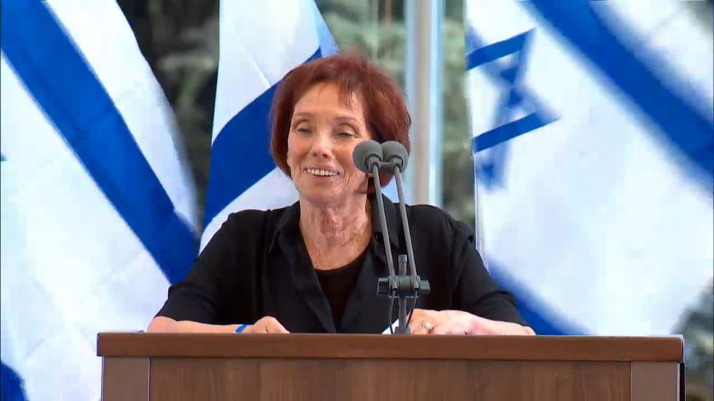 Tzivya Walden, Shimon Peres's daughter, eulogizes the former president and Nobel Prize winner at his funeral at Mount Herzl cemetery in Jerusalem on September 30, 2016. (screen capture: GPO livestream)