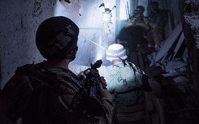 IDF soldiers conducting early morning arrest raids in the West Bank on September 21, 2016. (IDF Spokesperson's Unit)