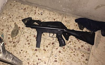 A homemade submachine gun uncovered by IDF soldiers during an early morning raid in Jabel Juhar, outside of Hebron, in the West Bank on September 21, 2016. (IDF Spokesperson's Unit)