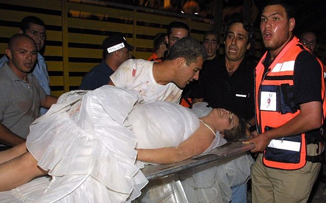 The bride and groom after the collapse of a floor at the Versailles wedding hall,  Jerusalem, on May 25, 2001. (Flash90)