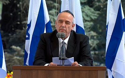 Yoni Peres, Shimon Peres's son, eulogizes the former president and Nobel Prize winner at his funeral at Mount Herzl cemetery in Jerusalem on September 30, 2016. (screen capture: GPO livestream)