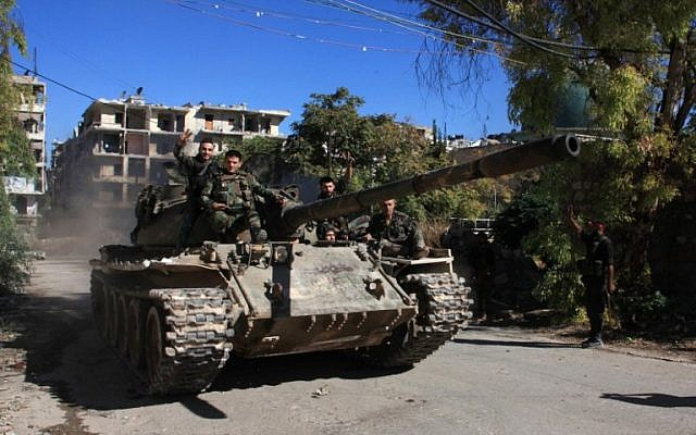 Syrian pro-government forces participate in an operation to take control of Aleppo's Suleiman al-Halabi neighborhood on September 30, 2016. (AFP PHOTO/GEORGES OURFALIAN)