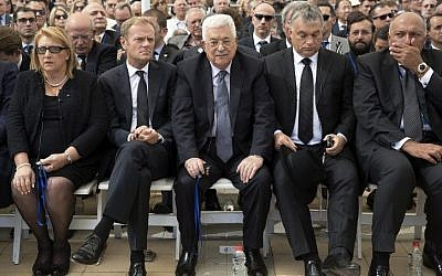 Palestinian Authority President Mahmoud Abbas, center, attends the funeral of former president Shimon Peres at Mount Herzl national cemetery in Jerusalem on September 30, 2016. (AFP Photo/Pool/Stephen Crowley)