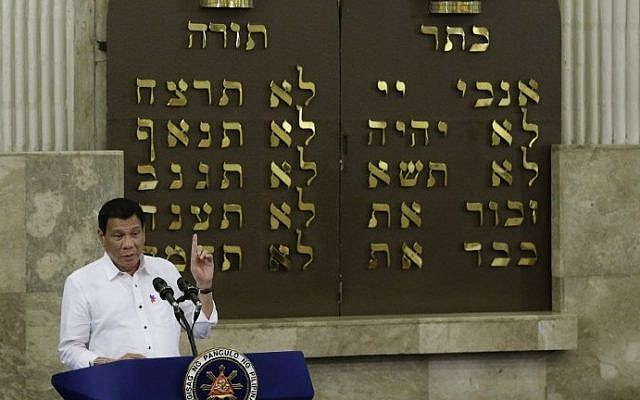 Philippine President Rodrigo Duterte gestures during his speech at the Beit Yaacov Synagogue, The Jewish Association of the Philippines in Makati, south of Manila on October 4, 2016. (AFP PHOTO / POOL / Aaron Favila)