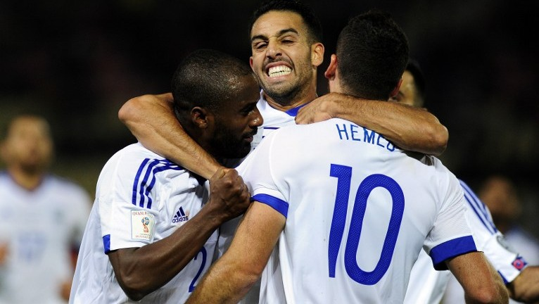 Israel's players celebrate after Tomer Hemed (No. 10) scores during the World Cup 2018 qualification match between Macedonia and Israel in Skopje on October 6, 2016. Israel won 2-1 (AFP/Robert Atanasovski)