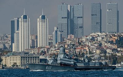 "Russian warship Grisha class Corvette 617 ""Mirazh"" passes the bosphorus on its way to Syria on October 7, 2016 in Istanbul. (Ozan Kose/AFP)"