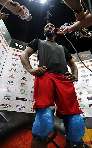 Former NBA All-Star Amar'e Stoudemire speaks to journalists during a basketball training session with his new club Hapoel Jerusalem in Jerusalem on October 7, 2016. (AFP PHOTO / THOMAS COEX)