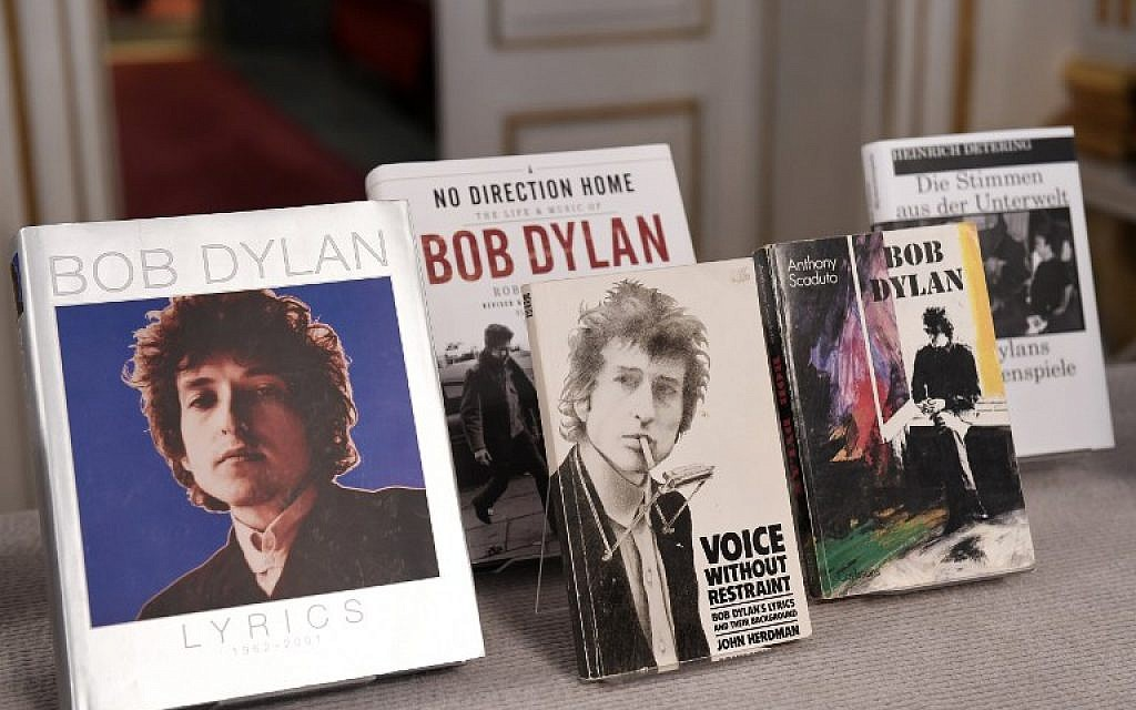 Books by US songwriter Bob Dylan who was announced the laureate of the 2016 Nobel Prize in Literature are displayed at the Swedish Academy in Stockholm, Sweden, on October 13, 2016. (AFP/JONATHAN NACKSTRAND)