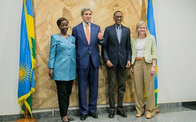 (From L) Rwanda's Minister of Foreigh Affairs Louise Mushikiwabo, US Secretary of State John Kerry, President of Rwanda Paul Kagame and the US Ambassador to Rwanda  Erica J. Barks-Ruggles pose for a group picture after a meeting at the president's office in Kigali during the 28th Meeting of the Parties to the Montreal Protocol on October 14, 2016. (AFP PHOTO/CYRIL NDEGEYA)