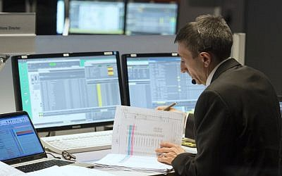Michel Denis, French ExoMars Flight Director, works in the main control room of the European Space Agency (ESA) prior to the expected landing of the decent modul Schiaparelli of European-Russian ExoMars 2016 mission at the ESA space operation center (ESOC) in Darmstadt, Germany, on October 19, 2016. (AFP PHOTO / THOMAS KIENZLE)