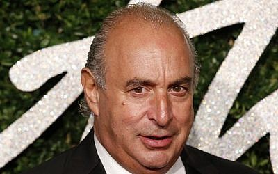 British businessman Philip Green posing on the red carpet to attend the British Fashion Awards in London, December 01, 2014. (AFP PHOTO / JUSTIN TALLIS)