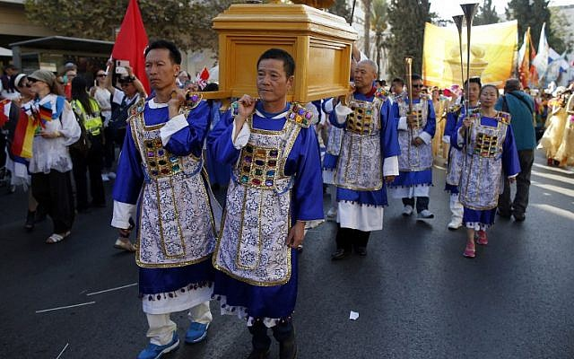 Evangelical Christians from Asia carry a replica of the Ark of the Covennant during the annual Jerusalem Parade on October 20, 2016 in the streets of Jerusalem, to mark the Jewish holiday of Sukkot and to express solidarity with Israel. (AFP PHOTO / AHMAD GHARABLI)