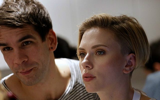 US actress Scarlett Johansson and her husband Romain Dauriac listen to a customer at the opening of the Yummy Pop gourmet popcorn shop in the Marais district of Paris on October 22, 2016. (Benjamin Cremel/AFP)