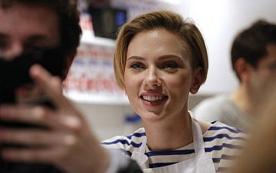 US actress Scarlett Johansson smiles at the opening of the Yummy Pop gourmet popcorn shop in the Marais district of Paris on October 22, 2016. (Benjamin Cremel/AFP)