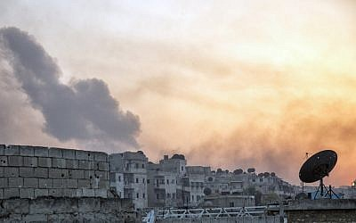Smoke billows from the frontline district of Dahiyet al-Assad following an attack by rebels on Syrian regime forces in the northern city of Aleppo on October 29, 2016. (AFP/ KARAM AL-MASRI)