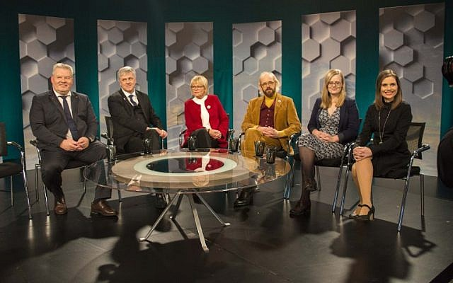From left, Iceland's prime minister and leader of the progress party Sigurdur Ingi Johansson, Benedikt Johannesson founder and chairman of Vidreisn party, Oddny G. Hardardottir, Ottarr Proppe of the Bright Future party, Asta Gudrun Helgadottir of the Pirate Party and Katrin Jakobsdottir chairman of Left Green party, seated for a televions debate in Reykjavik, Iceland, October 29, 2016. (AFP/Halldor KOLBEINS)