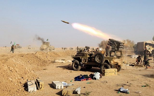 Shiite fighters from the Hashed al-Shaabi (Popular Mobilization) launch missiles on the village of Salmani, south of Mosul, October 30, 2016. (AFP/AHMAD AL-RUBAYE)