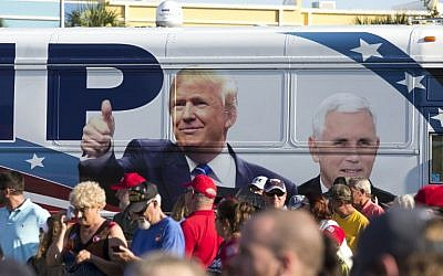 upporters line up for a Donald Trump rally at Pier Park Amphitheater in Panama City Beach, Florida on October 11, 2016 (Mark Wallheiser/Getty Images/AFP)