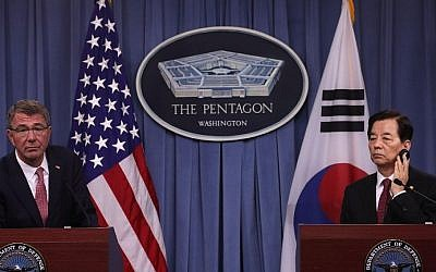 US Secretary of Defense Ashton Carter (left) and South Korean National Defense Minister Han Min Koo (right) participate in a joint press conference at the Pentagon in Arlington, Virginia, on October 20, 2016. (Alex Wong/Getty Images/AFP)