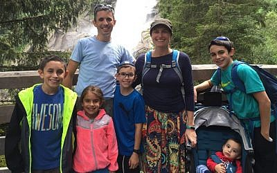 Brian Berman, his wife Dafna Berman, and their children, (from left to right): Noam 11, Nava 6, Ranaan 9, Akiva 1, Eitan 13. (Courtesy Brian Berman)