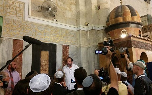 Noam Arnon, a veteran advocate for Hebron's Jewish community, speaks to pro-Israel foreign lawmakers at the Tomb of the Patriarchs, October 19, 2016. (Raphael Ahren/Times of Israel)