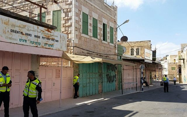A street with closed Palestinian stores near the Tomb of the Patriarchs in Hebron, October 19, 2016. (Raphael Ahren/Times of Israel)