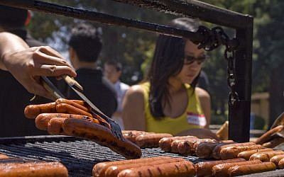 Hot dogs. (CC BY Vera Yu and David Li, Flickr)