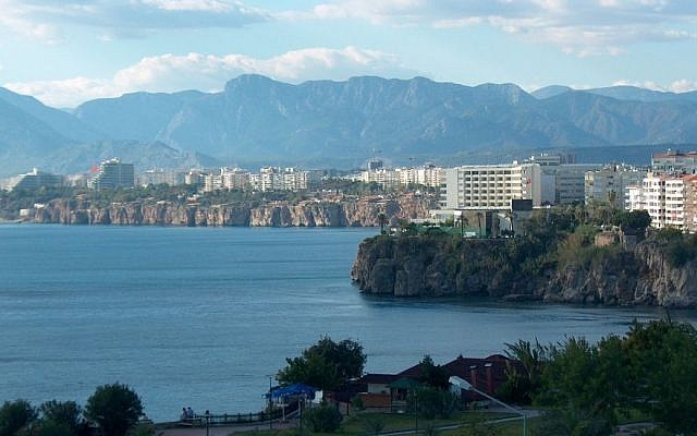 The Antalya coastline in Turkey (CC-BY SA Wikipedia)