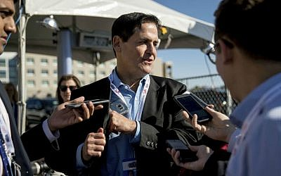 Businessman Mark Cuban stops to speak with members of the media as he arrives for the third presidential debate between Democratic presidential candidate Hillary Clinton and Republican presidential candidate Donald Trump at the University of Nevada in Las Vegas, Wednesday, Oct. 19, 2016. (AP Photo/Andrew Harnik)