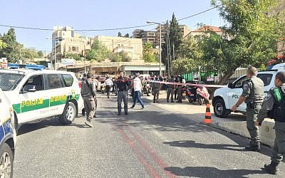 Police close off scene of a shooting attack near Ammunition Hill in Jerusalem on October 9, 2016. (Israel Police)