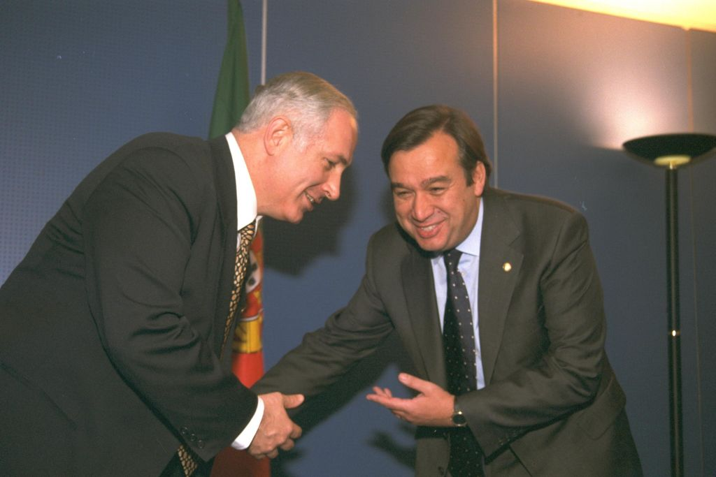 Prime Minister Benjamin Netanyahu meets then-prime minister of Portugal Antonip Guterres in Lisbon in 1996 (Yaacov Sa'ar/GPO)