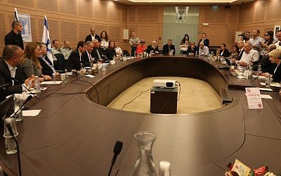 A meeting of the Foreign Affairs and Defense Committee at the Knesset, on October 31, 2016. (Yitzchak Harari/Knesset spokesperson)