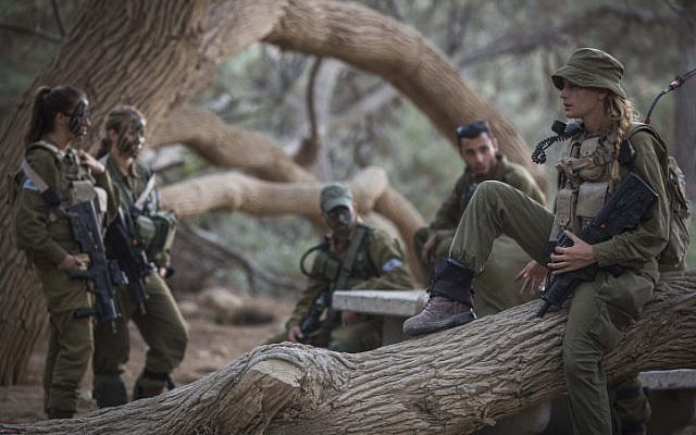 Soldiers of the Caracal Battalion rest before a hike as part of their training on September 3, 2014. (Hadas Parush/Flash90)