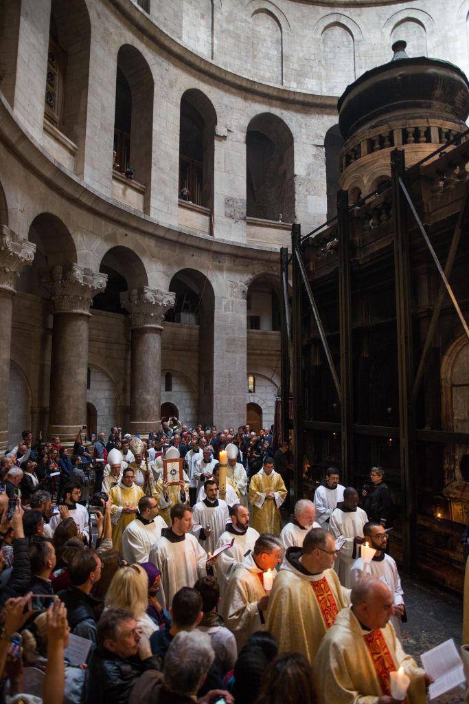 Catholic worshippers take part at a Easter Sunday mass procession in the Church of the Holy Sepulchre, in Jerusalem's Old City on March 27, 2016. (Corinna Kern/Flash90)