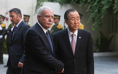 Palestinian Authority Foreign Minister Riyad al-Malki welcomes United Nations Secretary General Ban Ki-moon to the Muqataa, the PA headquarters, in the West Bank city of Ramallah, on June 28, 2016. (FLASH90)
