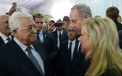 Israeli prime minister Benjamin Netanyahu and his wife Sara meet with Palestinian Authority president Mahmoud Abbas during the state funeral of late Israeli president Shimon Peres, held at Mount Herzl in Jerusalem on September 30, 2016. (Amos Ben Gershom/GPO)
