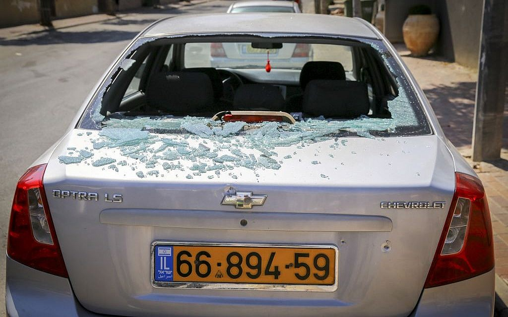 Damage to a car from a rocket fired from Gaza that hit the southern Israeli city of Sderot on October 05, 2016. (FLASH90)