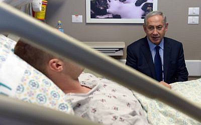 Prime Minister Benjamin Netanyahu arrives to visit the Israelis wounded in Sunday's terror attack. October 10, 2016. (Haim Zach/GPO)