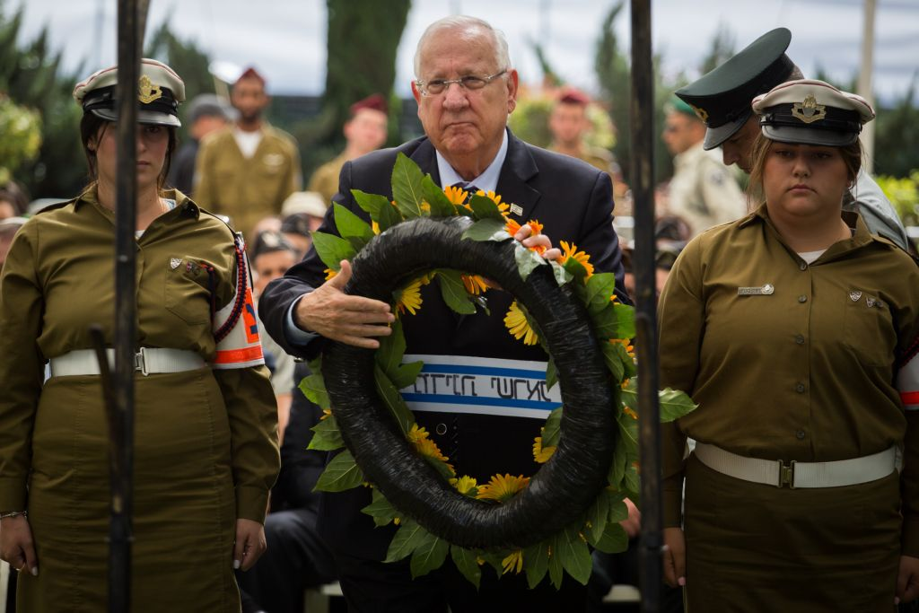 President Reuven Rivlin places a memorial wreath during the state ceremony marking 43 years since the Yom Kippur War, held at the military cemetery at Jerusalem's Mount Herzl, on October 13, 2016. (Hadas Parush/Flash90)