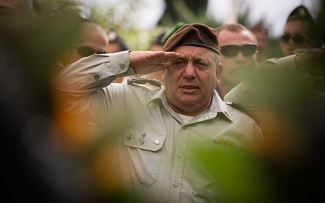 IDF Chief of Staff Gadi Eisenkot salutes during the state ceremony marking 43 years since the Yom Kippur War, held at the military cemetery at Jerusalem's Mount Herzl, on October 13, 2016. (Hadas Parush/Flash90)