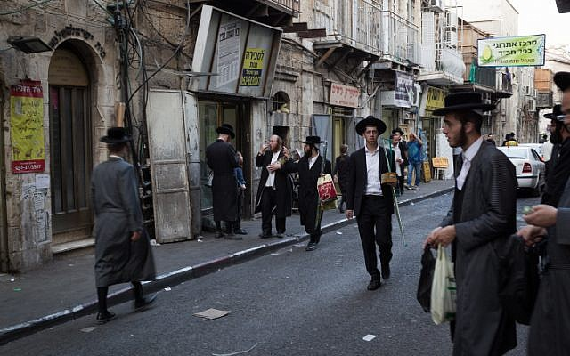 Illustrative photo of the ultra-Orthodox neighborhood of Mea Shearim in Jerusalem on October 13, 2016.  (Sebi Berens/Flash90)