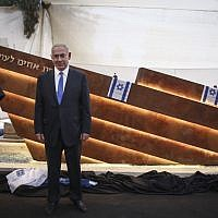 Prime Minister Benjamin Netanyahu attends the unveiling of a new monument to the victims of the 1948 Altalena incident, at Nahalat Yitzhak cemetery in Tel Aviv, October 27, 2016. (Miriam Alster/Flash90)