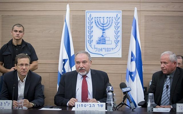 Defense Minister Avigdor Liberman addresses the  Foreign Affairs and Defense Committee, flanked by Opposition Leader Isaac Herzog, left and the committee's chairperson Avi Dichter, right, in the Knesset, on October 31, 2016. (Miriam Alster/Flash90)