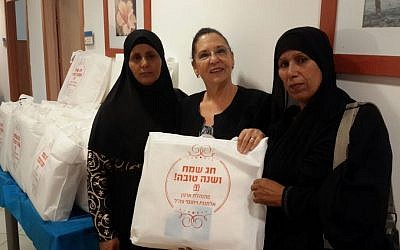 Chairperson of the IDF Widows and Orphans Organization, Tami Shelach, hands out gifts to Bedouin Muslim widows in southern Israel on September 28, 2016. (IDFWO)