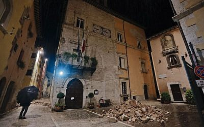 People wander around their small town after a 5.9 earthquake destroyed part of their neighborhood in Visso, central Italy, October 27, 2016. (AP/Alessandra Tarantino)