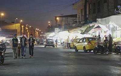 A street scene from a video published by the Islamic State group showing a street in Mosul, Iraq, October 17, 2016. (Militant video, Amaq News Agency via AP)