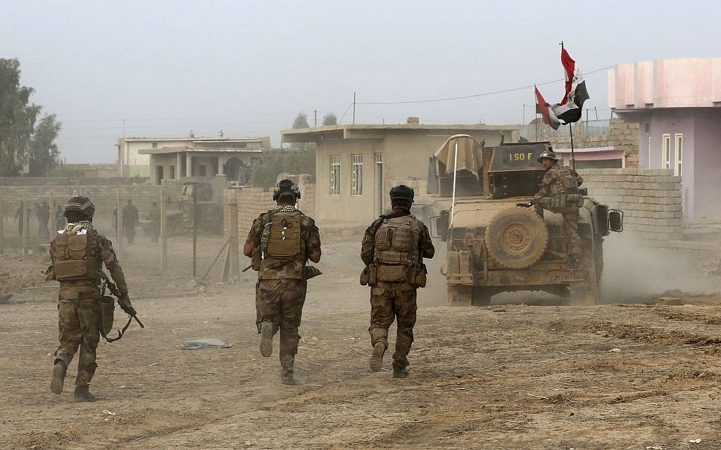 Iraq's elite counterterrorism forces advance toward Islamic State positions in the village of Tob Zawa, about 9 kilometers (5½ miles) from Mosul, Iraq, Tuesday, October 25, 2016. (AP/Khalid Mohammed)